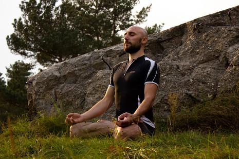 7 razones por las que los hombres no se deciden a hacer yoga (aunque tal vez deberían)