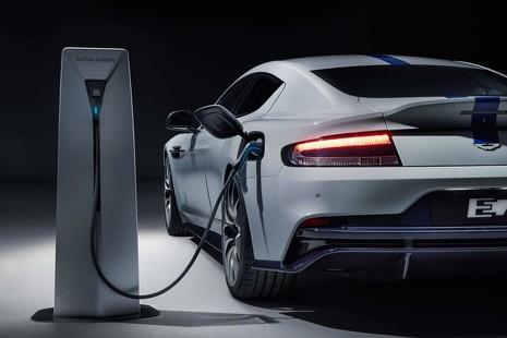 Esta foto no es un 'fake': Aston Martin también se enchufa a la red