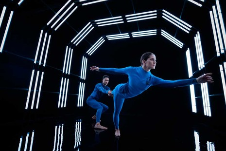 Elegancia futurista: este es el traje con el que Virgin quiere llevarnos al espacio