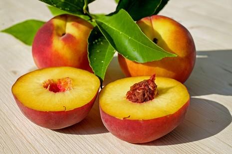 Verano frutal: del coco a las ciruelas, las 10 frutas de temporada más saludables