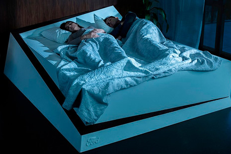 ¿Tu pareja invade tu lado de la cama mientras duermes? Ford tiene la solución
