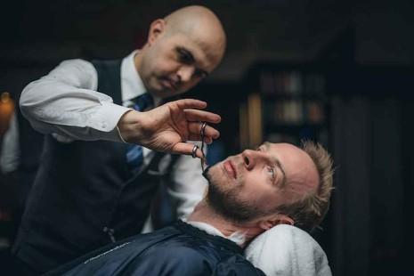 Un afeitado en la barbería de Winston Churchill y la familia real británica